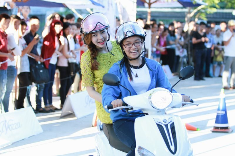 Chương trình Sôi động sân trường - dịu dàng dáng xinh cùng ca sĩ Minh Hằng
